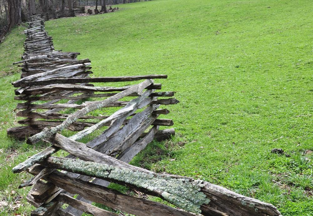 A zigzag split rail fence.